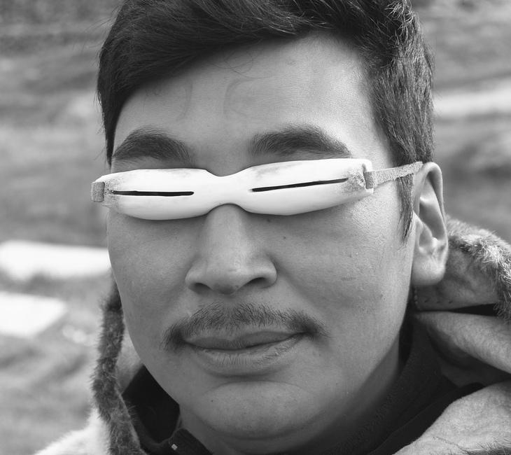 ilk güneş gözlüğü