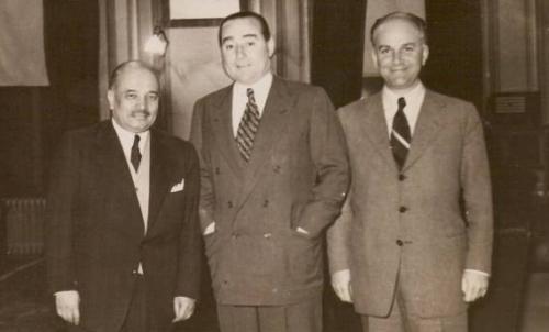 Dönemin İstanbul Valisi Fahrettin Kerim Gökay ile birlikte.