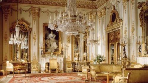 Buckingham Sarayı'nın görkemli dekorasyonu.