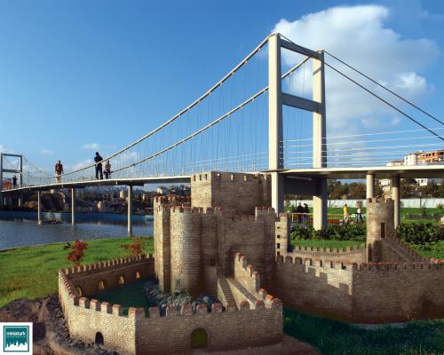 Miniatürk'teki Anadolu Hisarı ve Boğaz Köprüsü maketleri.