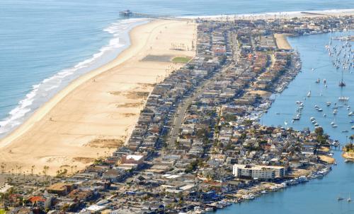 Newport Plajı ve Limanı