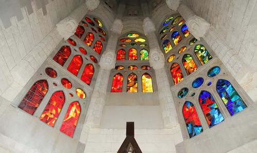 Sagrada Familia Kilisesi'nin girişi.