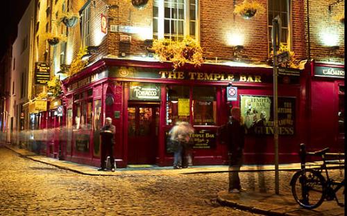 Bölgeye adını da veren Temple Bar.